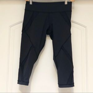 🍋🍋🍋Lululemon crop pants! Size 6 in EUC